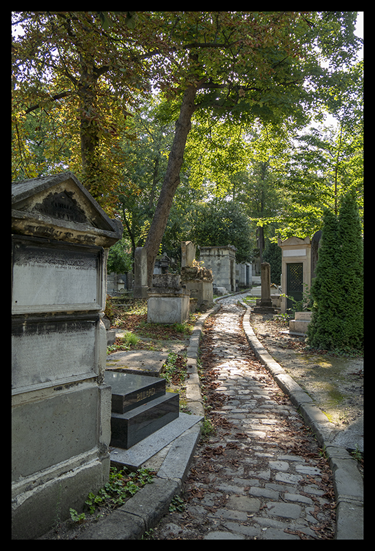 Grounds path Père Lachaise 1370321 BLOG